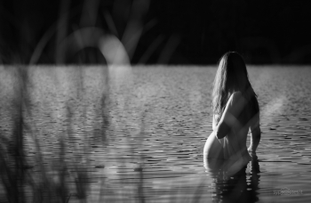 Nėštukė ežere